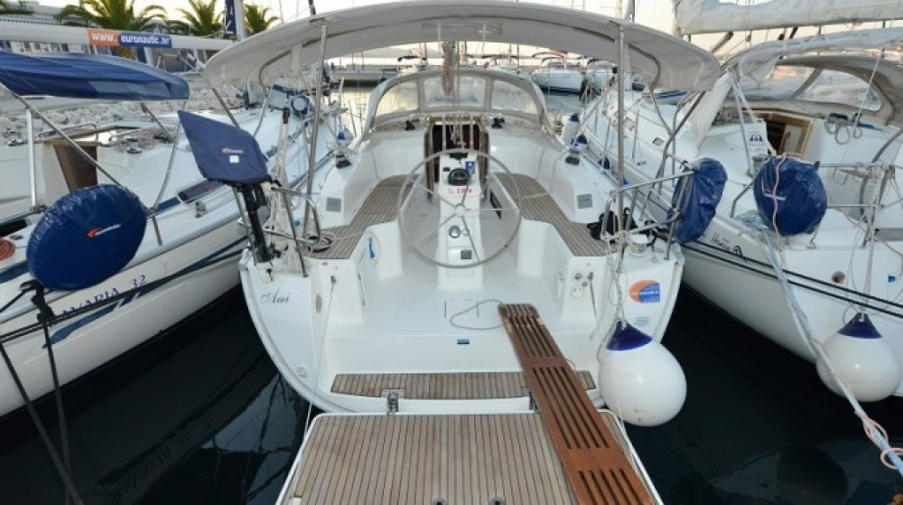 Rental Sailboat in Pirovac - Bavaria Cruiser 33