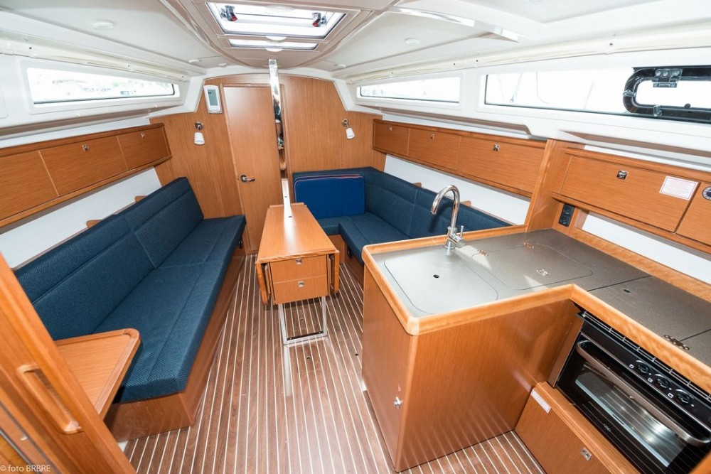 Rent a Bavaria Cruiser 34 Pirovac
