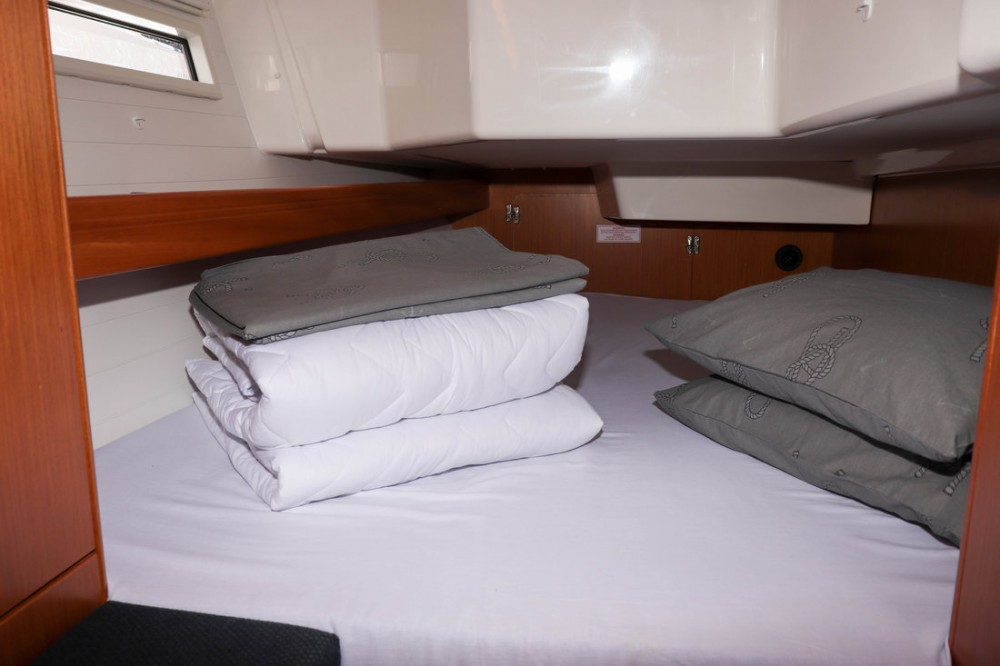 Rental yacht Croatia - Bavaria Cruiser 34 on SamBoat