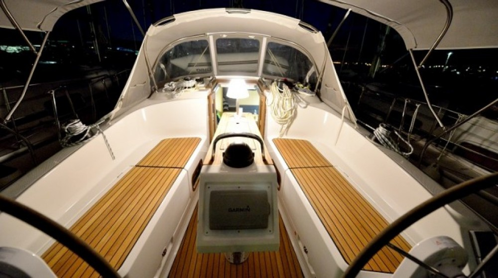 Boat rental Croatia cheap Cruiser 37