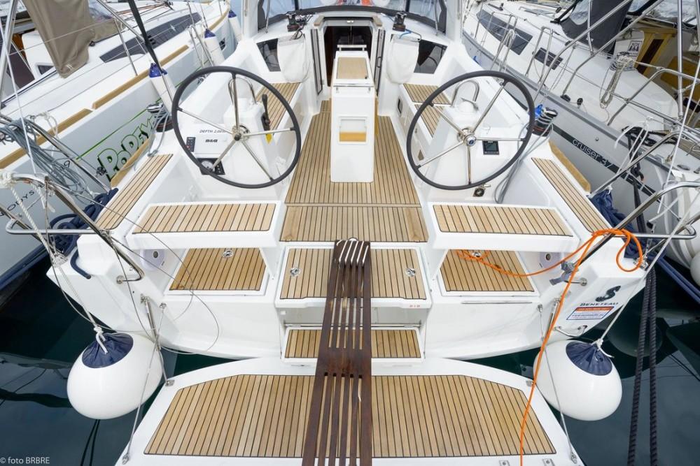 Boat rental Croatia cheap Oceanis 35.1