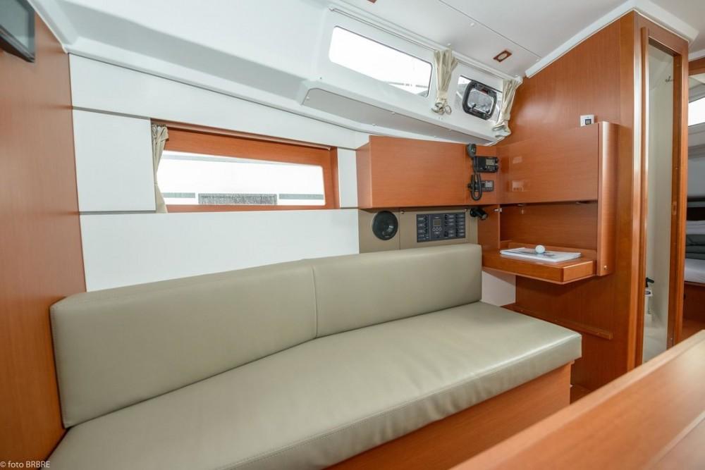 Rental Sailboat in Croatia - Bénéteau Oceanis 35.1