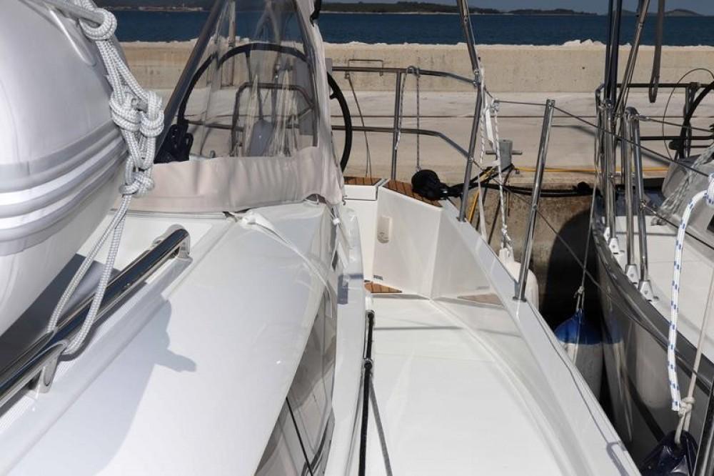 Rental Sailboat in Pirovac - Jeanneau Sun Odyssey 440