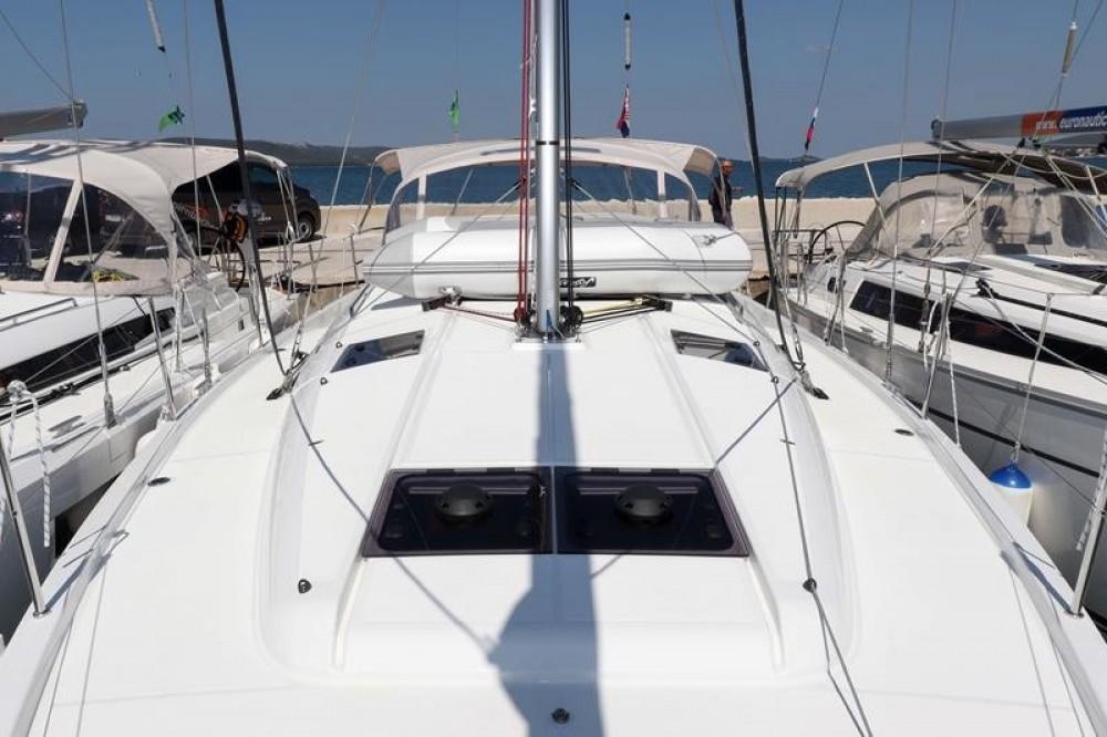 Boat rental Jeanneau Sun Odyssey 440 - 3 cab. in  on Samboat