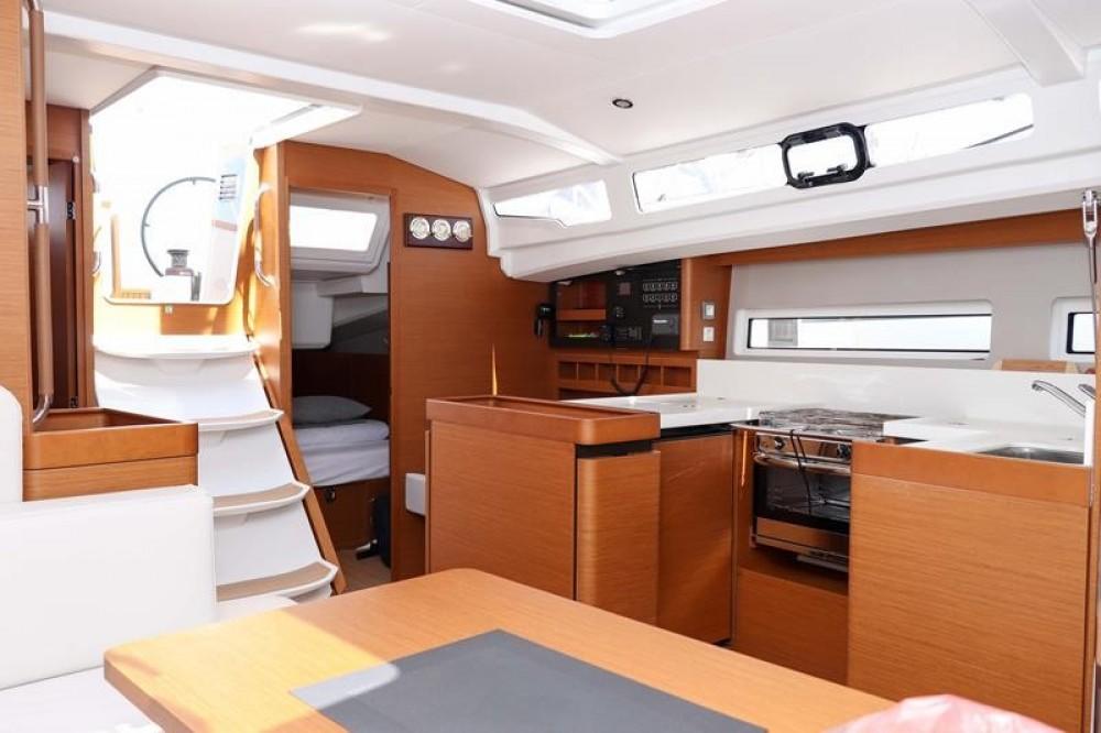 Rental yacht  - Jeanneau Sun Odyssey 440 - 3 cab. on SamBoat