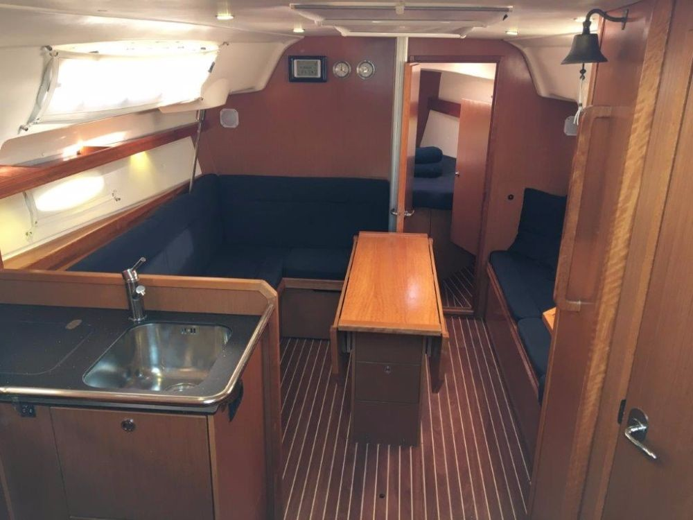 Rent a Bavaria Cruiser 34 Pula