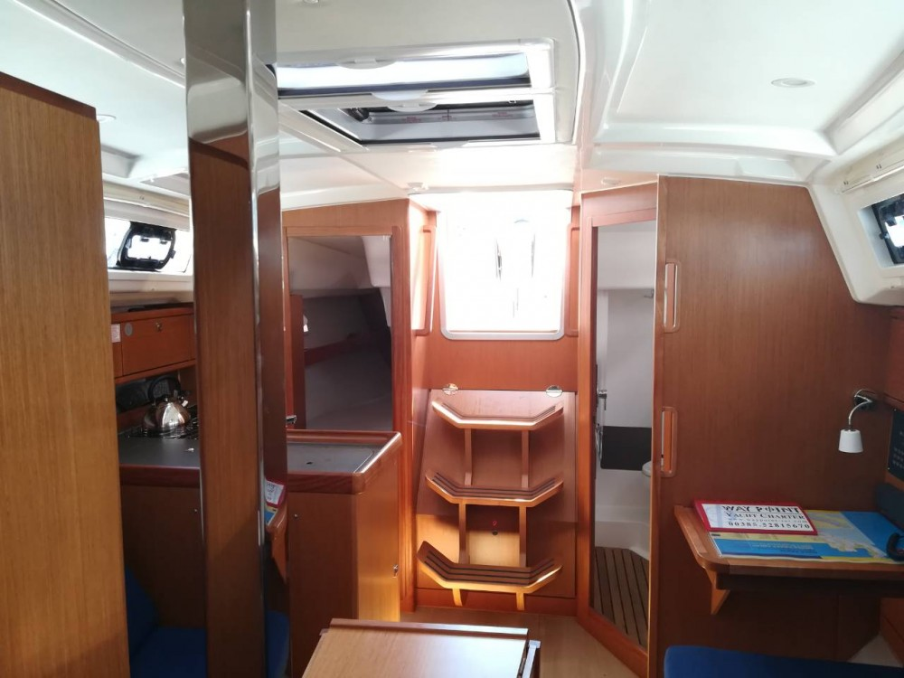 Rent a Bavaria Cruiser 34 Grad Pula