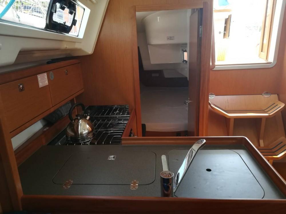Rental yacht Grad Pula - Bavaria Cruiser 34 on SamBoat