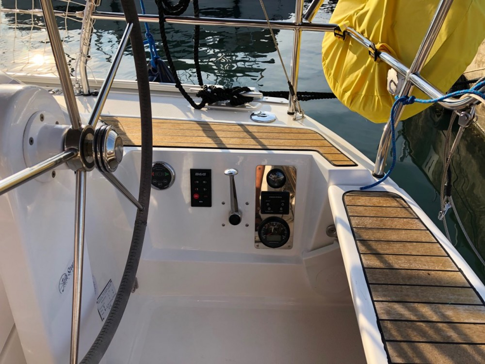 Boat rental Bavaria Bavaria Cruiser 34 - 2 cab. in Grad Pula on Samboat