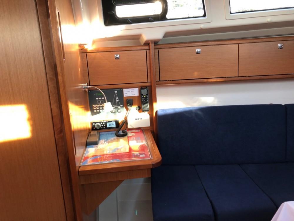 Rental Sailboat in Grad Pula - Bavaria Bavaria Cruiser 34 - 2 cab.