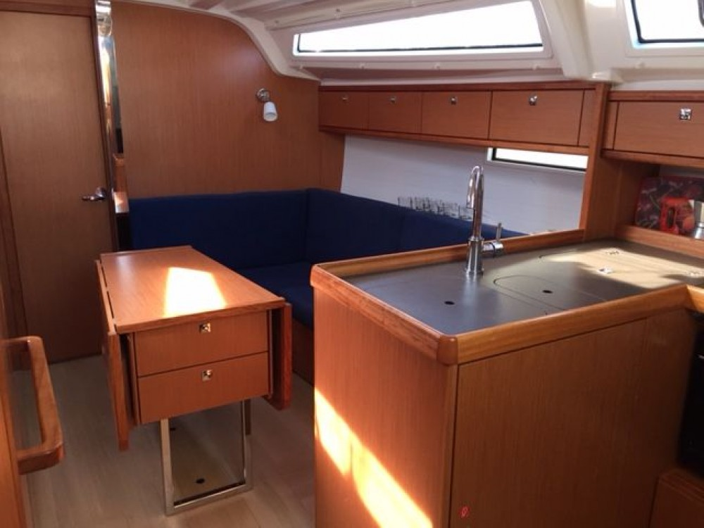 Rental yacht Grad Pula - Bavaria Cruiser 37 on SamBoat