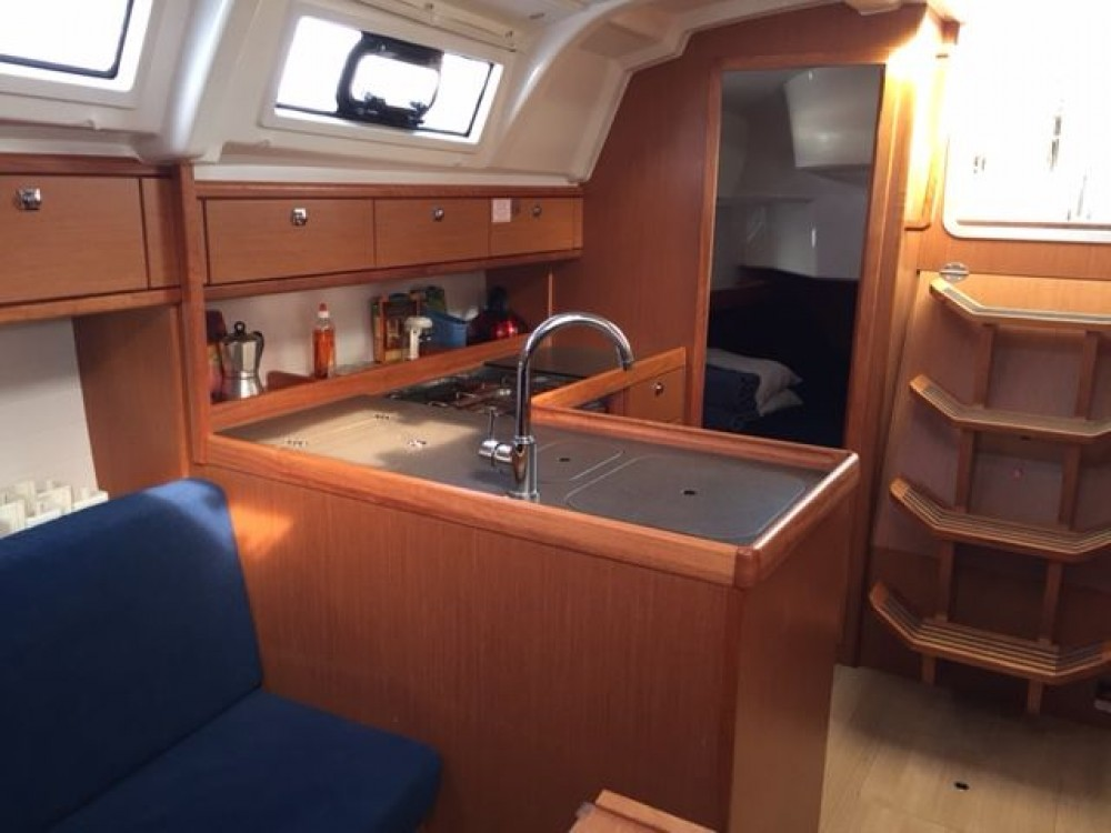 Rental Sailboat in Grad Pula - Bavaria Cruiser 37