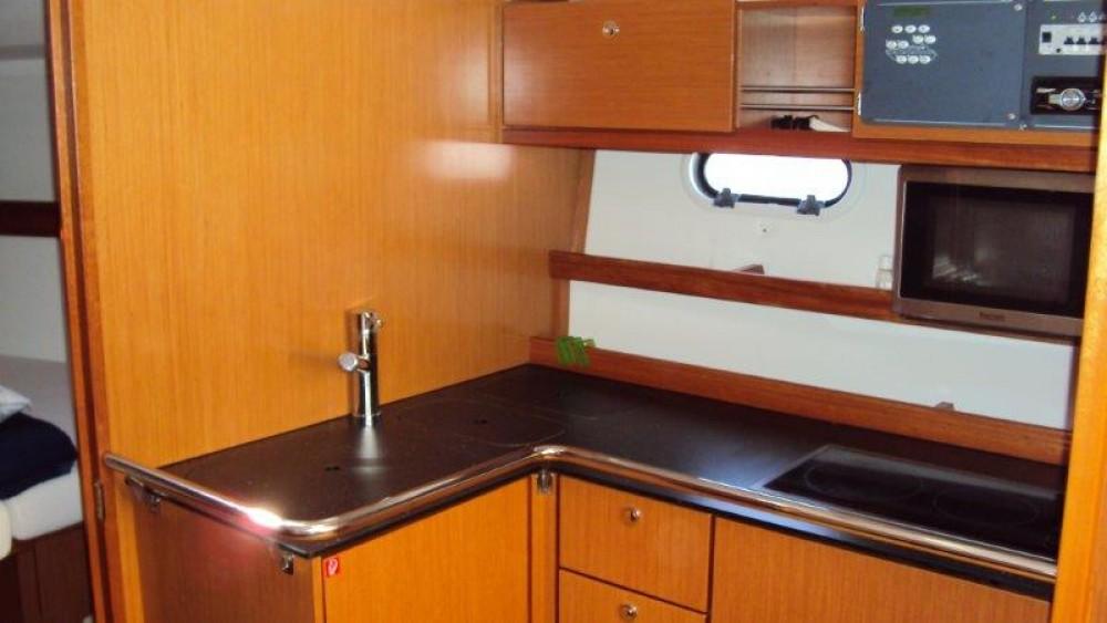 Rental Motorboat in Grad Pula - Bavaria Sport 34