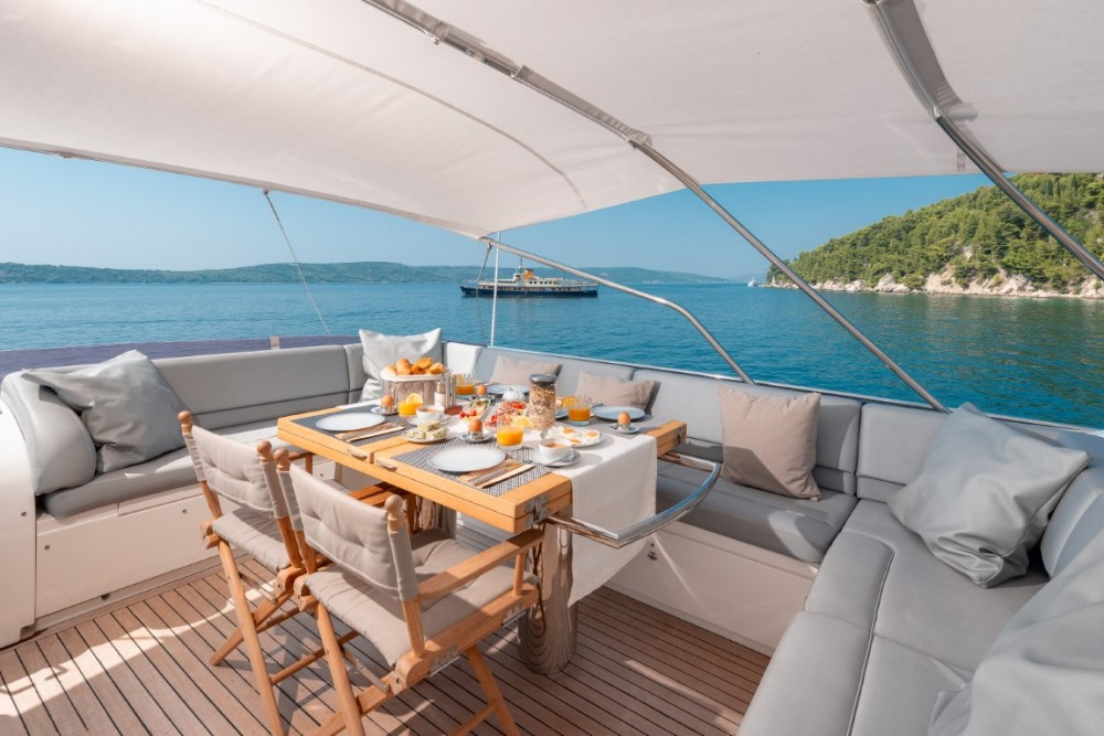 Rental Motorboat Princess-Yachts with a permit
