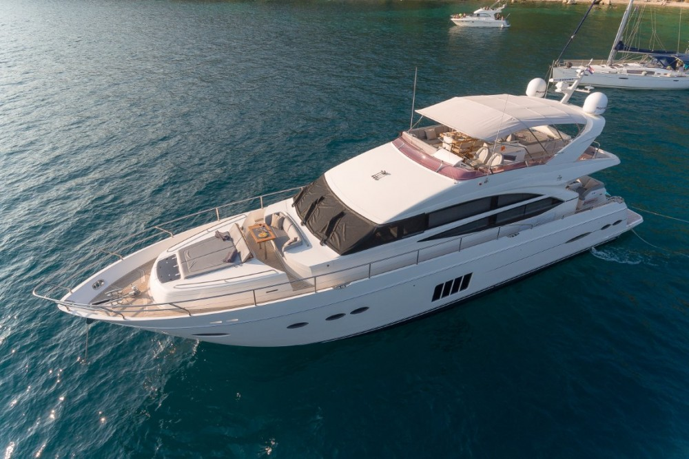Princess-Yachts Princess 72 Flybridge - 4 + 1 cab. between personal and professional Podstrana