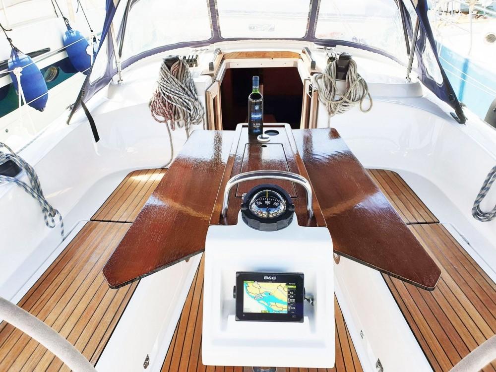Rental yacht Split - Bavaria Bavaria Cruiser 37 - 3 cab. on SamBoat