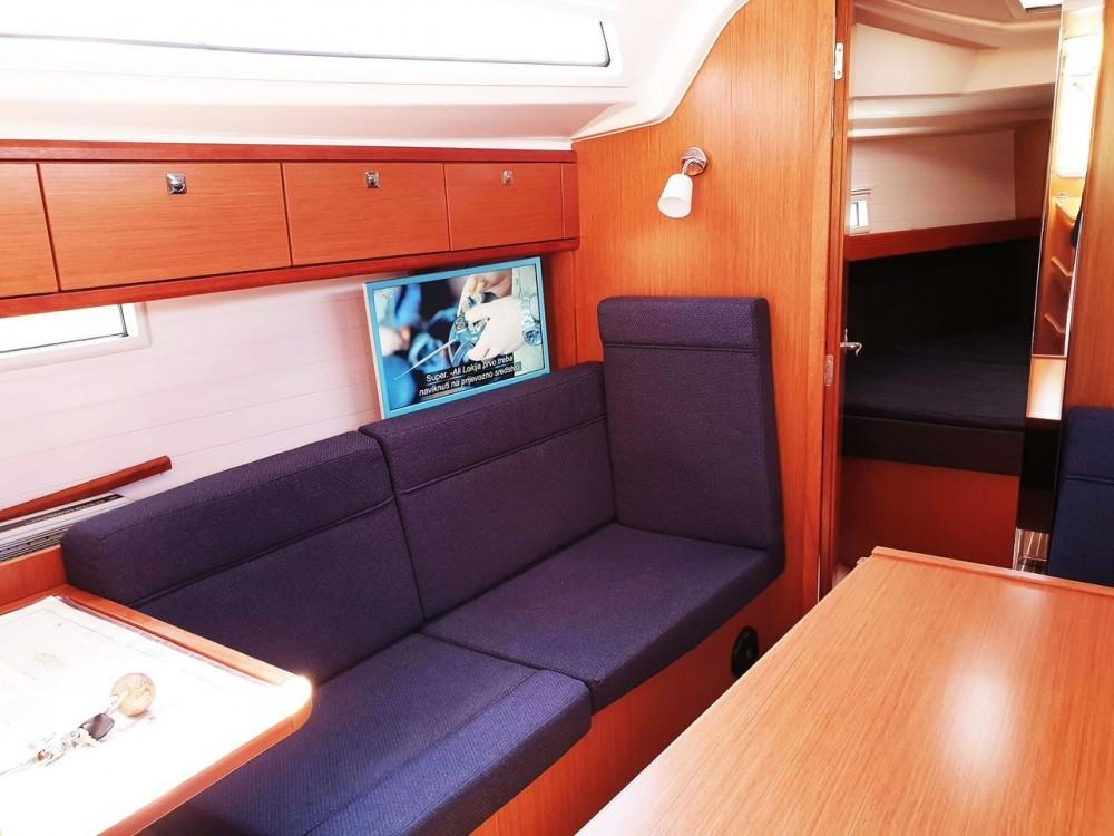 Rent a Bavaria Bavaria Cruiser 37 - 3 cab. Split