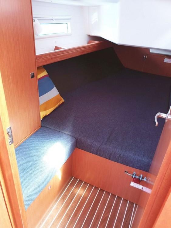 Boat rental Bavaria Bavaria Cruiser 37 - 3 cab. in Split on Samboat