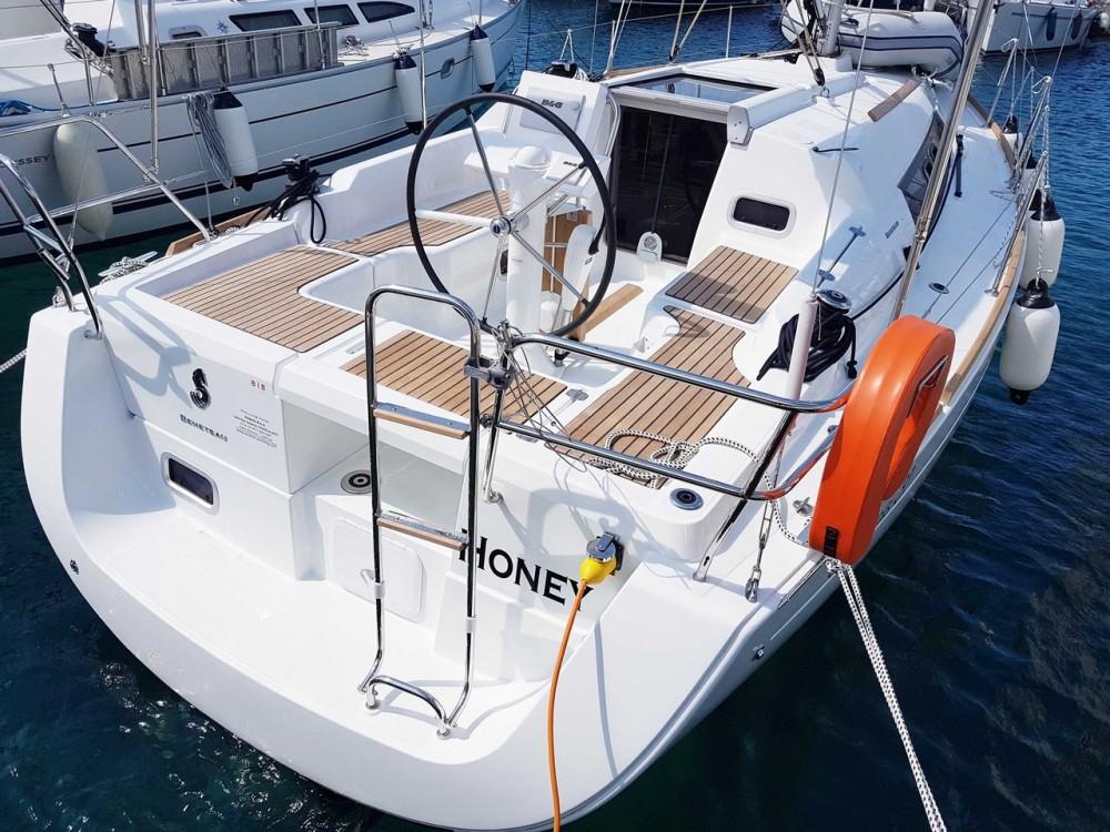 Boat rental  cheap Oceanis 31