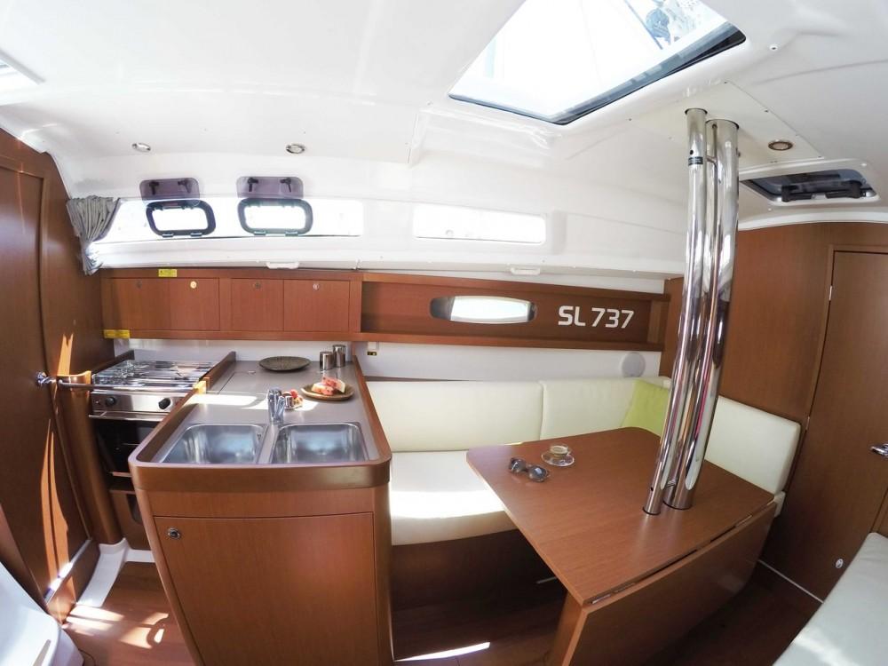 Rental yacht  - Bénéteau Oceanis 31 on SamBoat