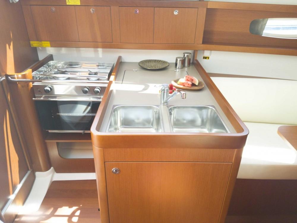 Rental Sailboat in  - Bénéteau Oceanis 31