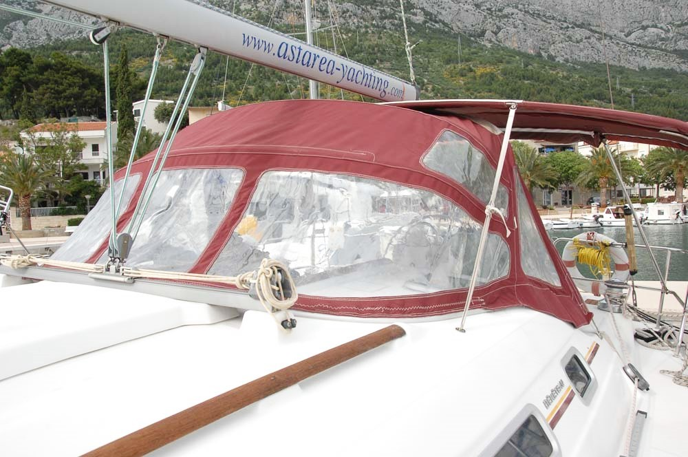 Rent a Bénéteau Oceanis Clipper 393 Split