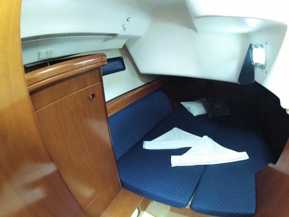 Rental Sailboat in Split - Bénéteau Oceanis Clipper 393