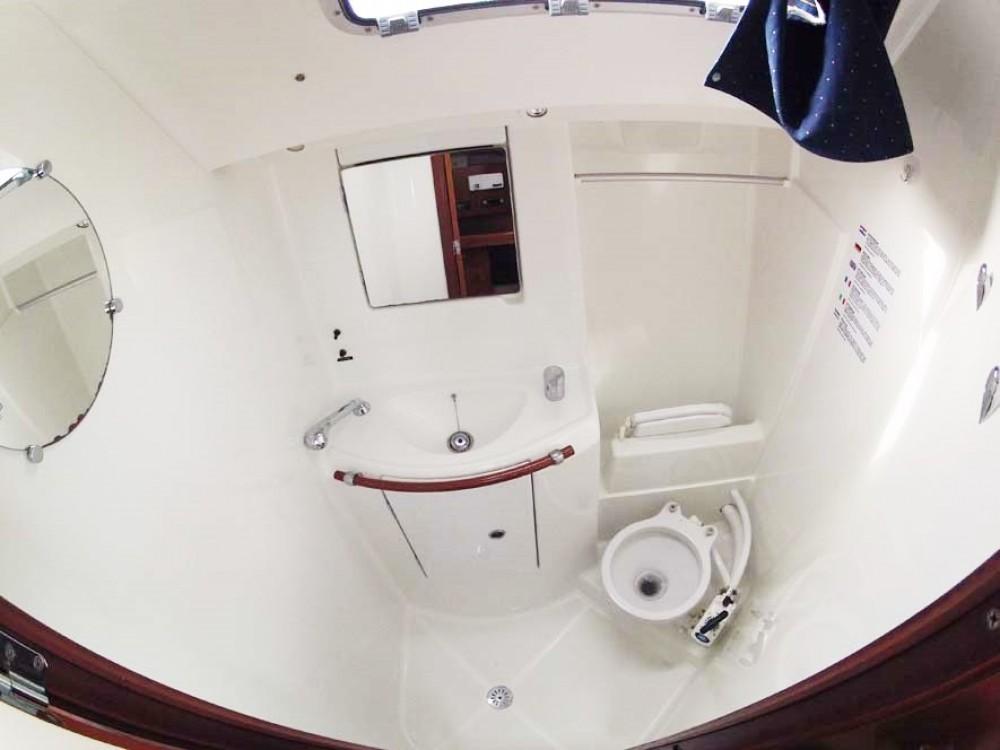 Boat rental Bénéteau Oceanis Clipper 393 in Split on Samboat