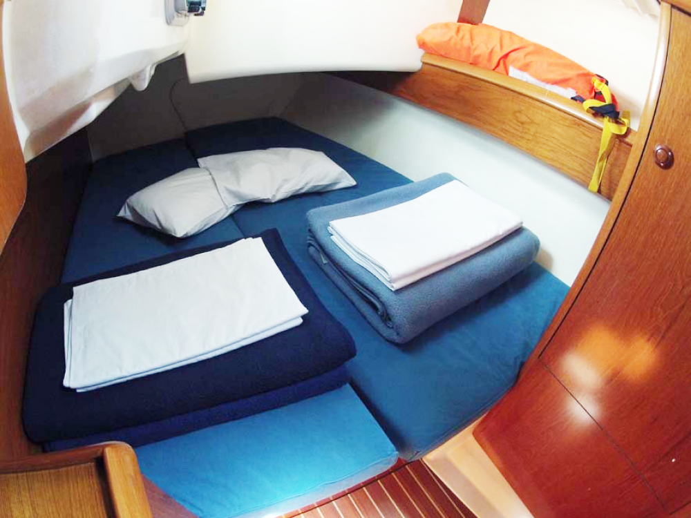Jeanneau Sun Odyssey 35 between personal and professional