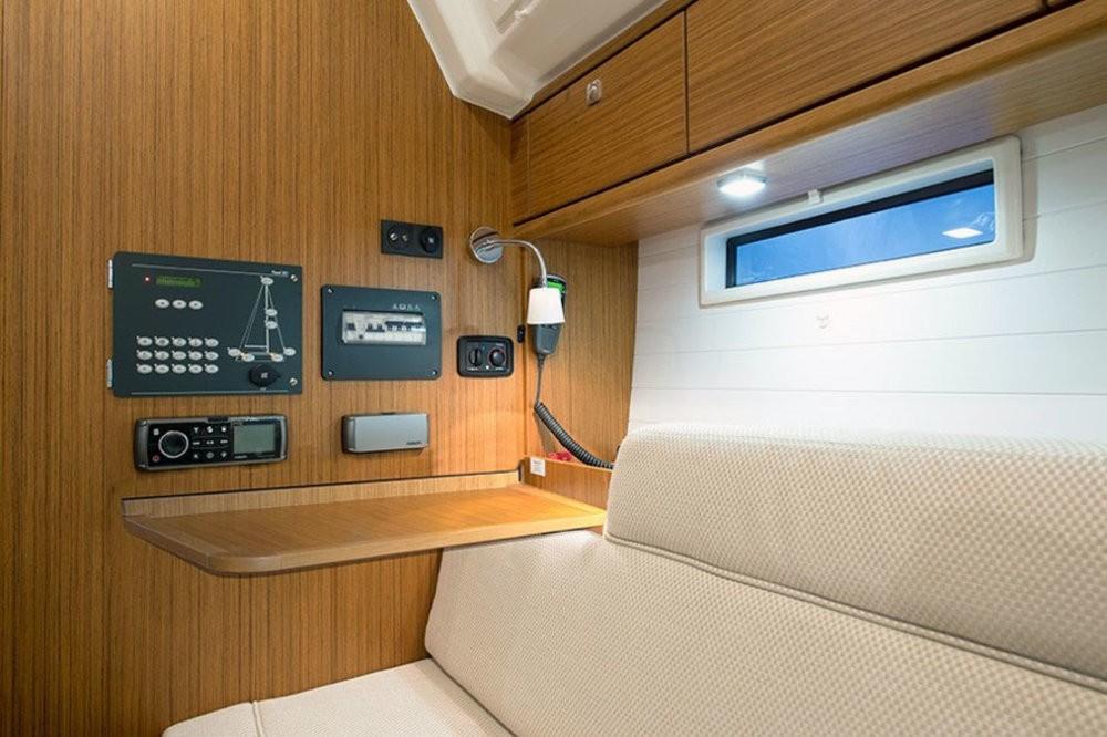 Boat rental Bavaria Cruiser 37 in Playa de Palma on Samboat