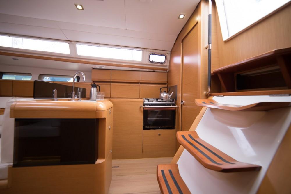 Boat rental Jeanneau Sun Odyssey 409 in Peloponnese on Samboat