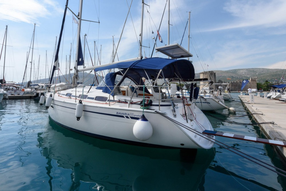 Rental yacht  - Bavaria Cruiser 33 on SamBoat