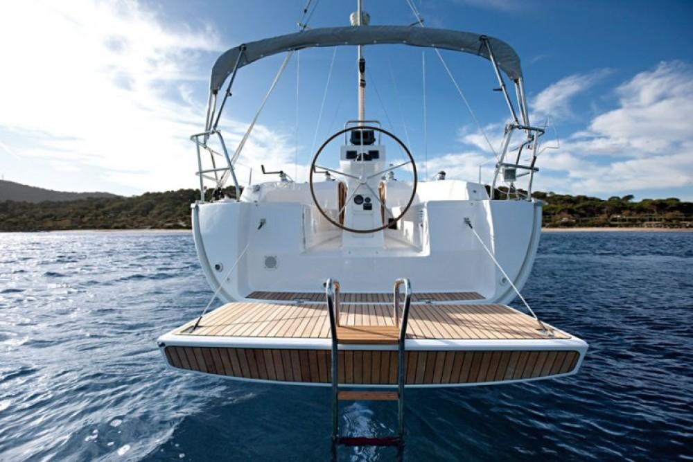 Rental yacht  - Bavaria Cruiser 32 on SamBoat
