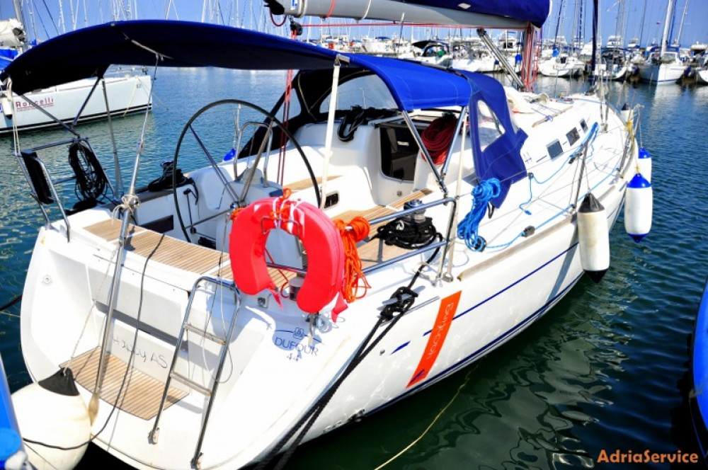 Boat rental Dufour Dufour 44 in Izola / Isola on Samboat