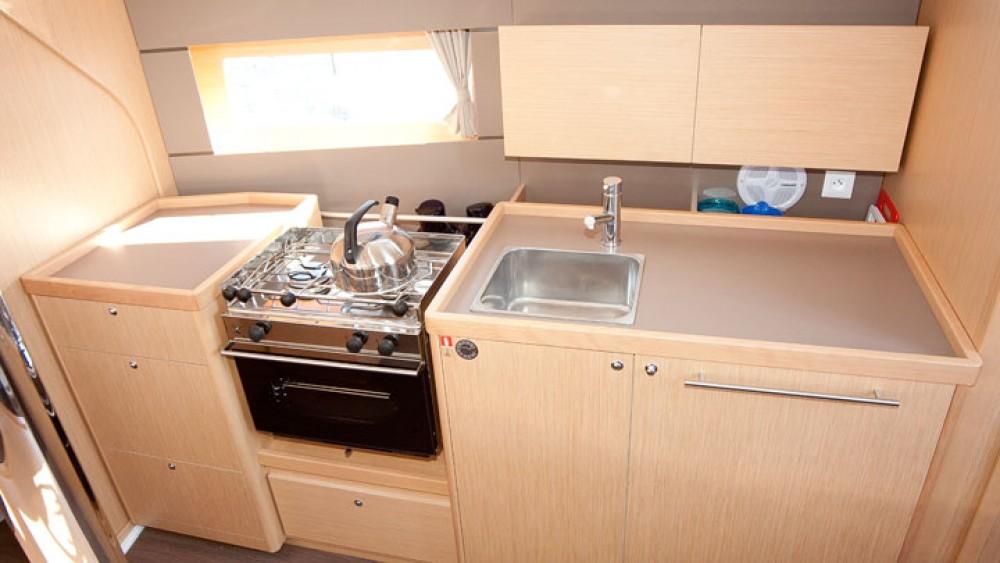 Boat rental Bénéteau Oceanis 38 in Can Pastilla on Samboat
