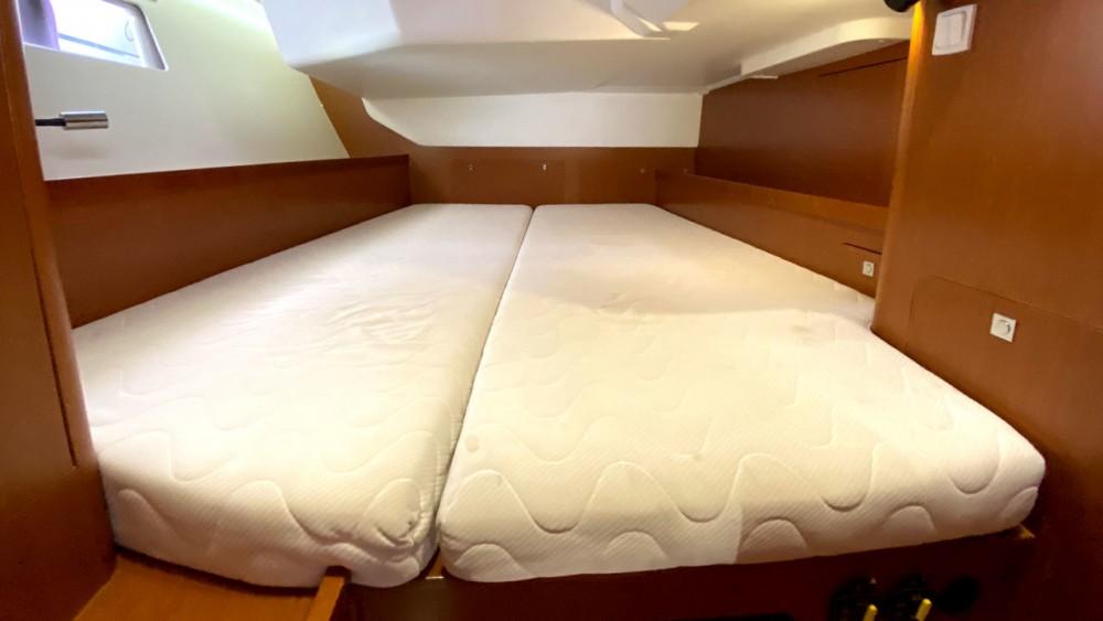 Rental yacht  - Bénéteau Oceanis 41 on SamBoat