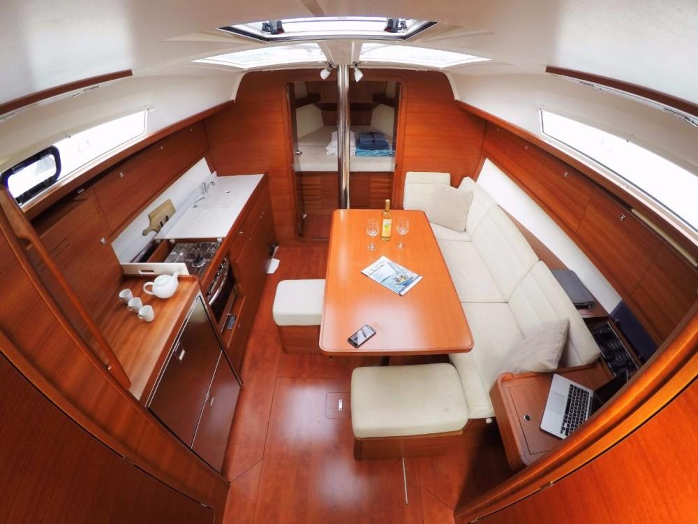 Rental Sailboat in Horta Marina - Dufour Dufour 382 Grand Large