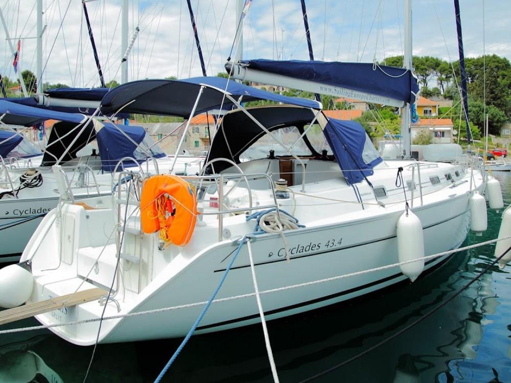 Rental Sailboat in Rogač - Bénéteau Cyclades 43