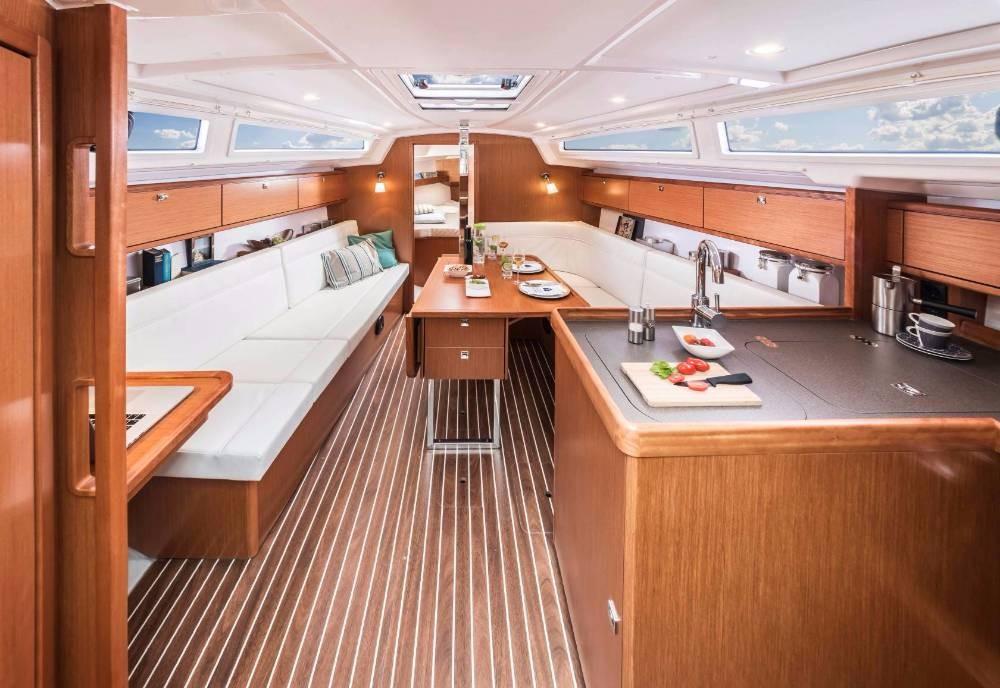 Boat rental Bavaria Bavaria Cruiser 34 in Split on Samboat