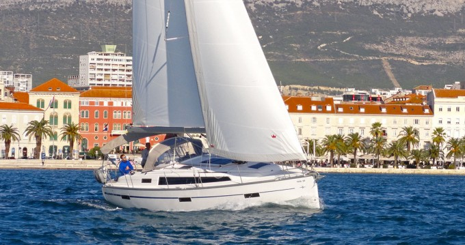 Boat rental Bavaria Cruiser 37 in Split on Samboat