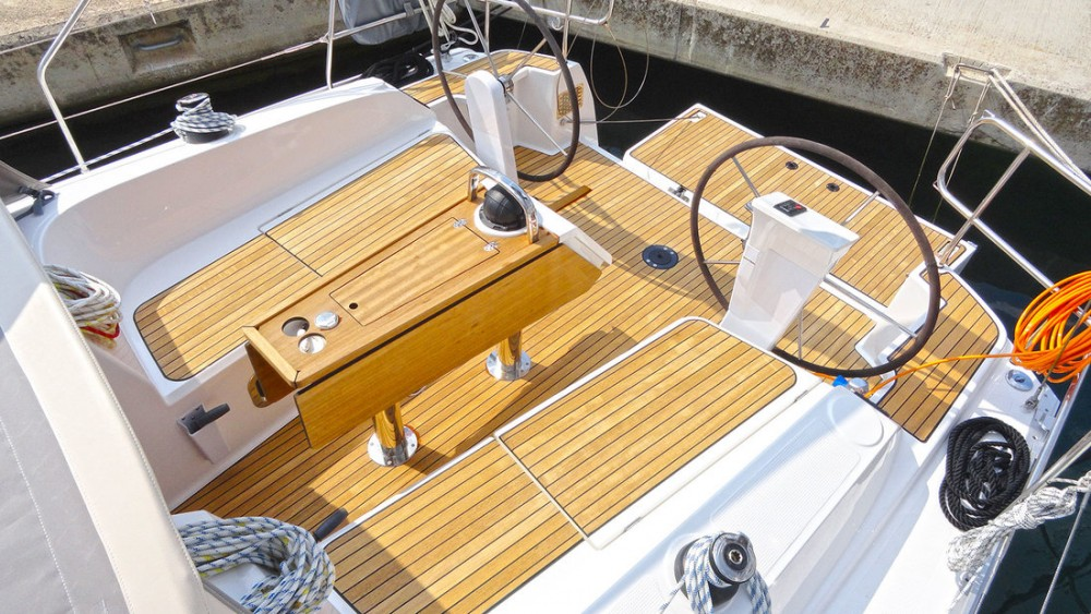 Rental yacht Split - Bavaria Cruiser 37 on SamBoat