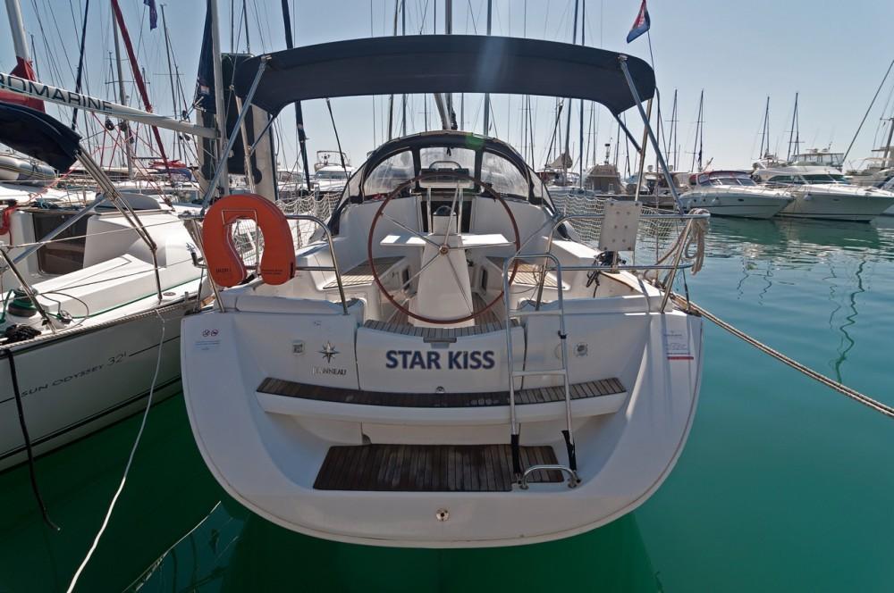 Boat rental Jeanneau Sun Odyssey 36i in  on Samboat