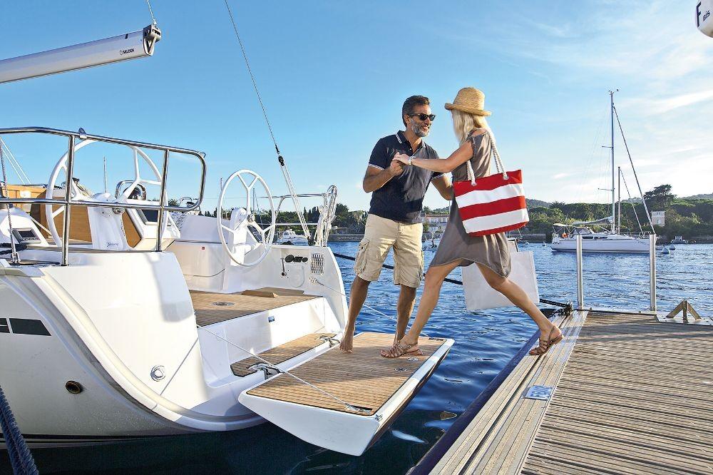 Rental yacht Peloponnese - Bavaria Cruiser 37 on SamBoat
