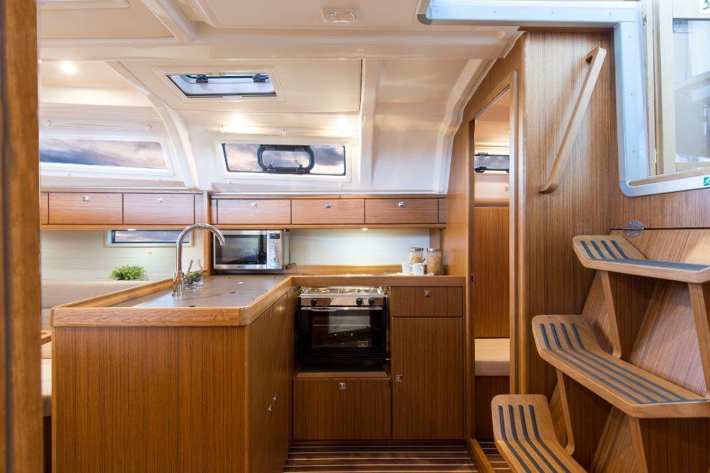 Rent a Bavaria Cruiser 37 Peloponnese