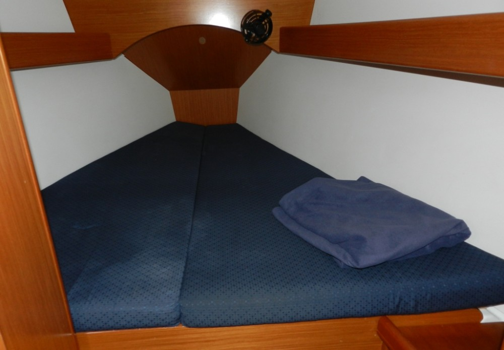 Rental Sailboat in Lefkada - Bénéteau Cyclades 43
