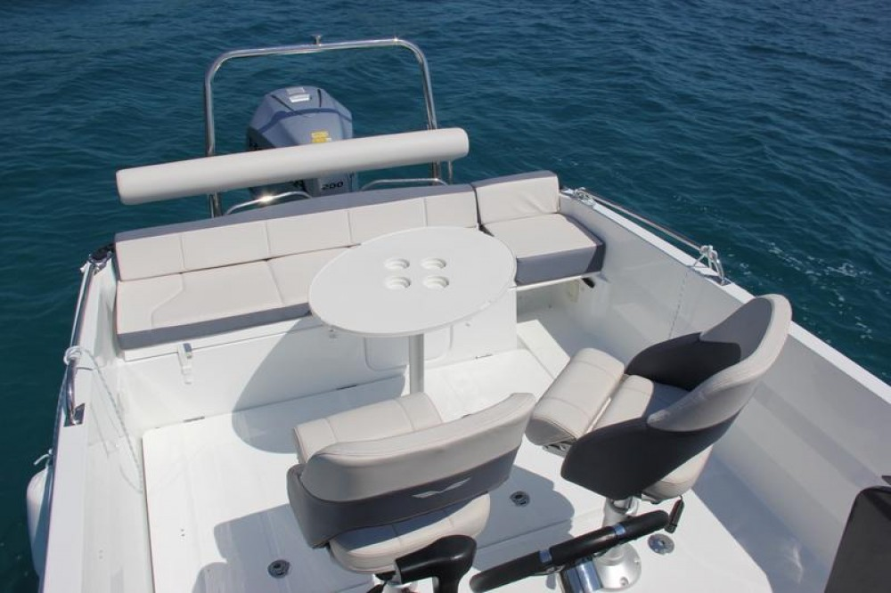 Rent a Bénéteau Flyer 6.6 SPACEdeck Trogir