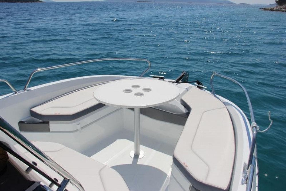 Rental Motorboat in Trogir - Bénéteau Flyer 6.6 SPACEdeck