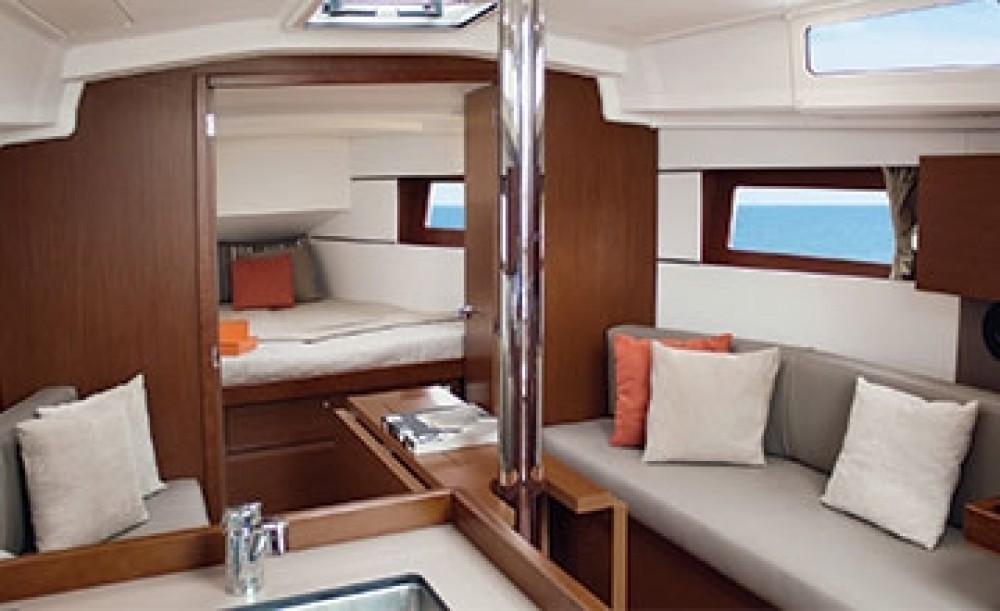 Rental yacht Peloponnese - Bénéteau Oceanis 38.1 on SamBoat