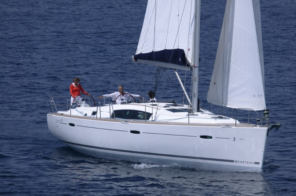 Bénéteau Oceanis 43 between personal and professional Peloponnese