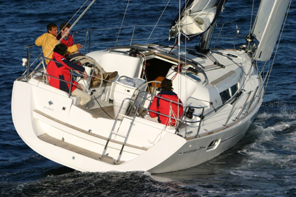 Hire Sailboat with or without skipper Jeanneau Anzio